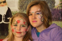 Kinderschminken - Erdbeeren und Blumen
